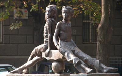 skulptura_petya_i_gavrik_400w_250h