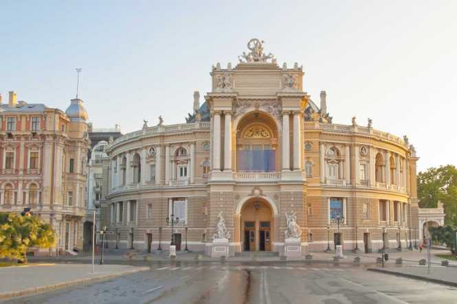 europe-ukraine-odessa-city-hall-medium